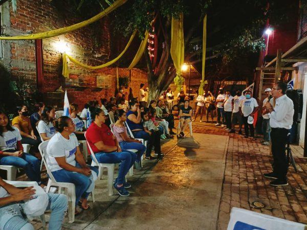 Vecinos de Valencia segunda sección muestran apoyo a Enrique Godínez