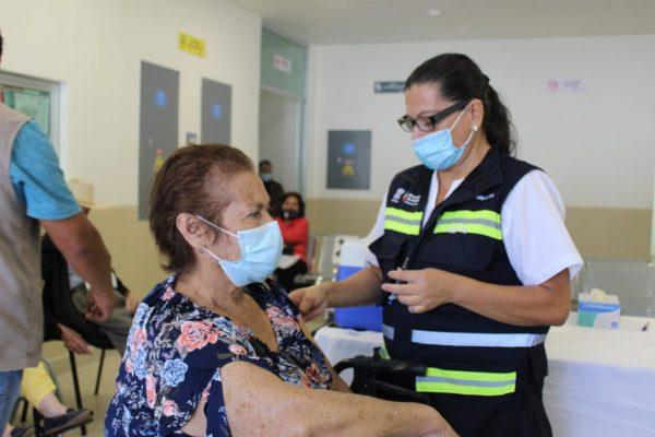 Todo listo, hoy inicia vacunación contra COVID para maestros en instalaciones del Tec de Zamora