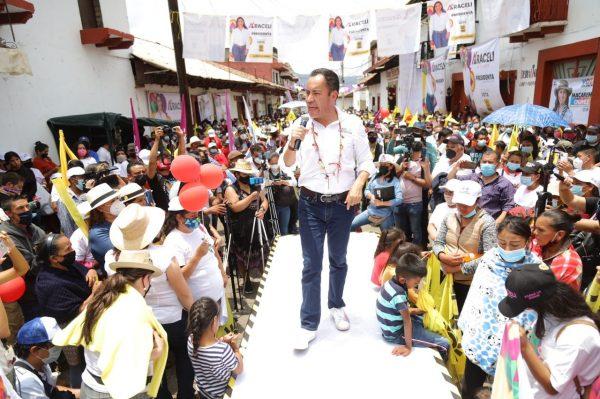 Miles de simpatizantes de Morena se suman a Carlos Herrera