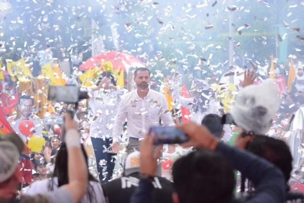 Domingo Méndez cierra con gran fuerza y respaldo de los jaconenses