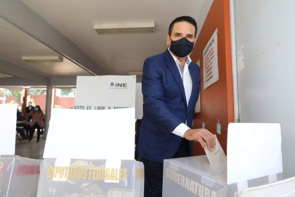 Emite Silvano su voto en Zitácuaro