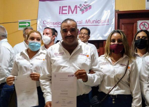Isidoro Mosqueda recibe constancia de mayoría, ya es presidente electo de Jacona