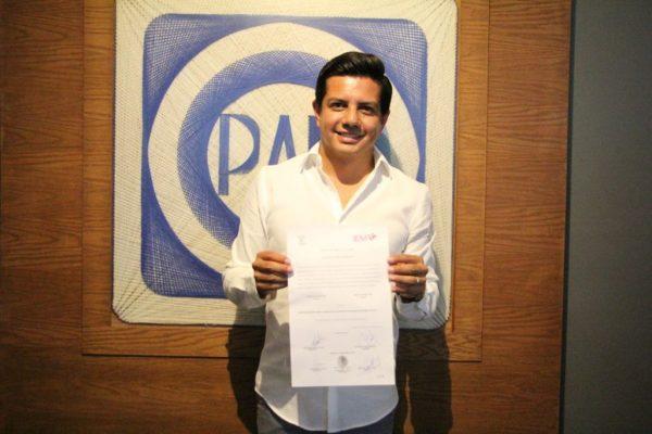 Recibe Oscar Escobar constancia de mayoría que lo acredita como diputado local