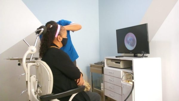 Entregan auxiliares auditivos a personas con discapacidad de Jacona