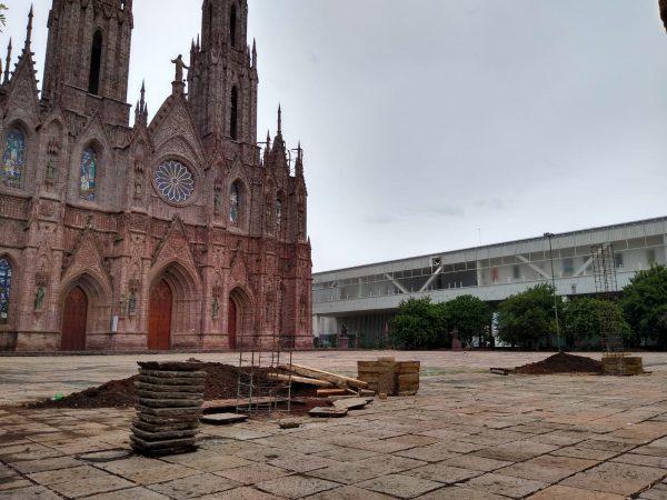 Retoman construcción de viacrucis en atrio de Santuario Guadalupano