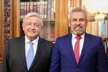 Bedolla entrega al Presidente carpeta de gestión de acciones en favor de Michoacán