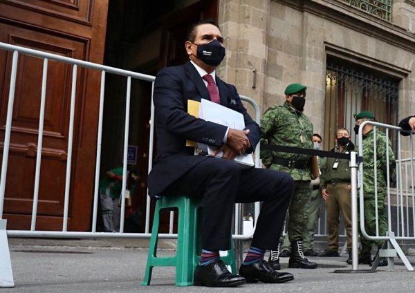Silvano Aureoles lleva pruebas a López Obrador