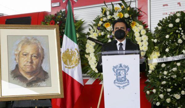 Despiden con homenaje a Carlos Mandujano, hombre que consolidó la cultura de la Protección Civil en Michoacán