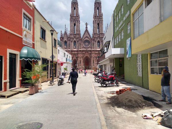 Vecinos de la calle Cázares piden terminar en buenas condiciones la obra