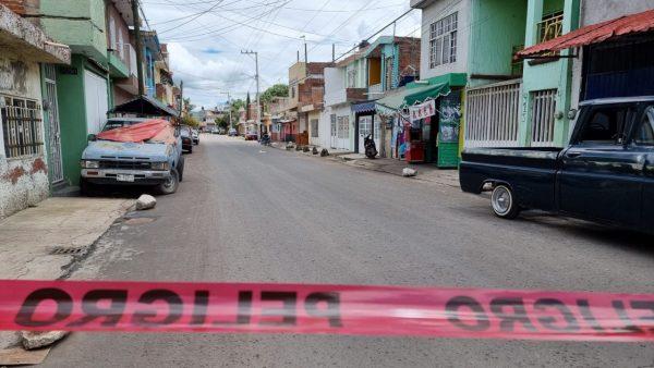 Delincuentes en bicicleta balean 3 domicilio en la colonia Miguel Regalado