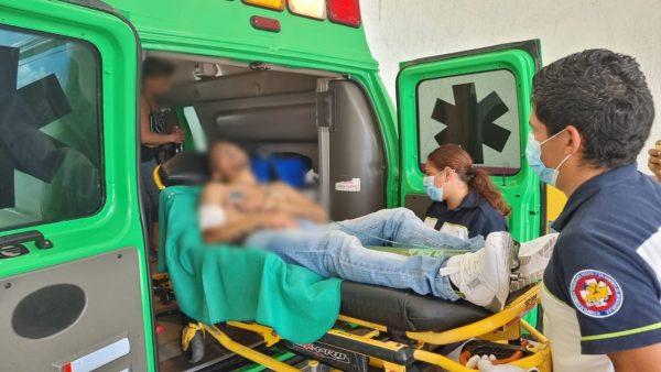 Hombre es agredido a balazos por pistoleros en motocicleta, en Zamora