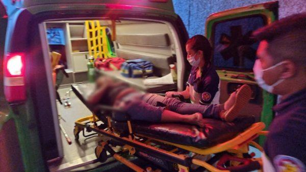 Matrimonio es baleado en su auto y termina chocando contra camioneta