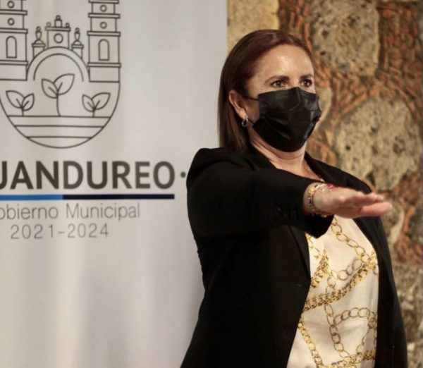 Martha Catalina Vega toma protesta como nueva Directora del Sistema DIF Municipal Ecuandureo.