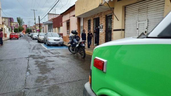 Localizan a joven muerto dentro de su casa en Zamora
