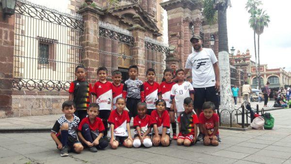 Linces de Zamora figura en torneo de Fiestas Patrias en Plaza Principal