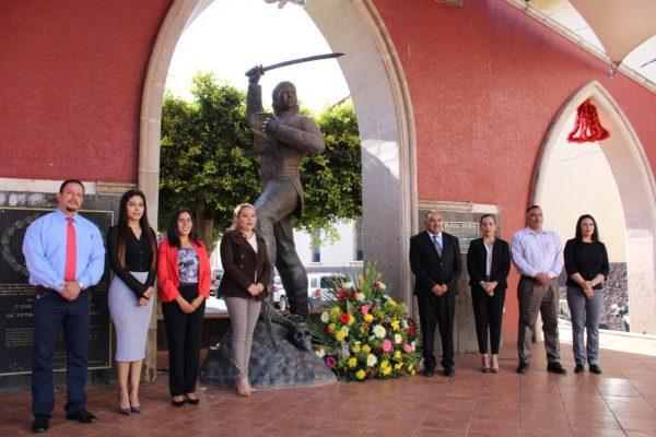 Alcalde Isidoro Mosqueda encabezó acto para conmemorar el Natalicio de José María Morelos y Pavón.