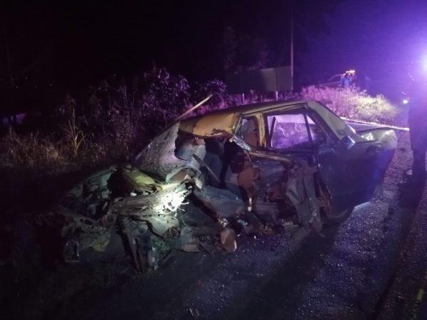 Un muerto y un lesionado, saldo de choque de moto contra auto en Tangamandapio