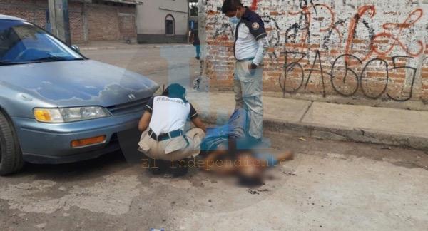 Hombre es acribillado a balazos en la colonia La Calera de Zamora