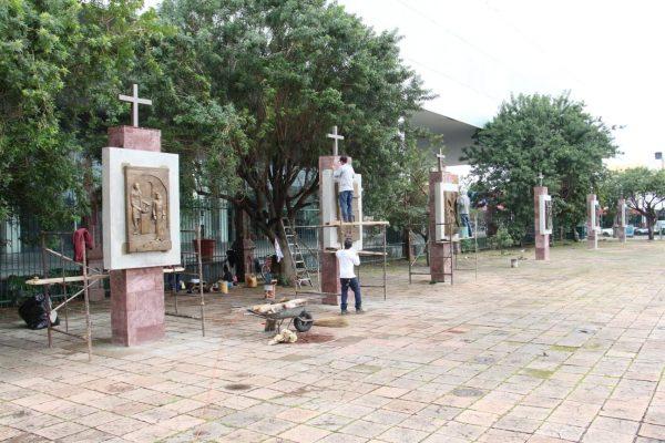 Avanza colocación de viacrucis en atrio de Santuario Guadalupano