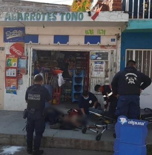 Atacan a balazos dos jóvenes en Jacona, uno muere