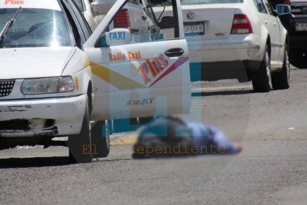 Delincuentes matan a dos en un taxi de Zamora