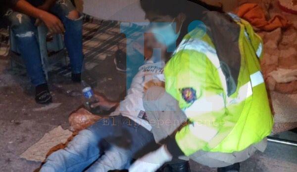 Joven es baleado dentro de su casa en la Salinas de Gortari
